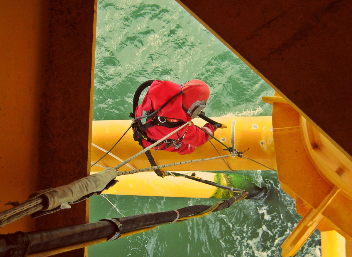 Blasting and painting by rope access for Sandblasting and painting